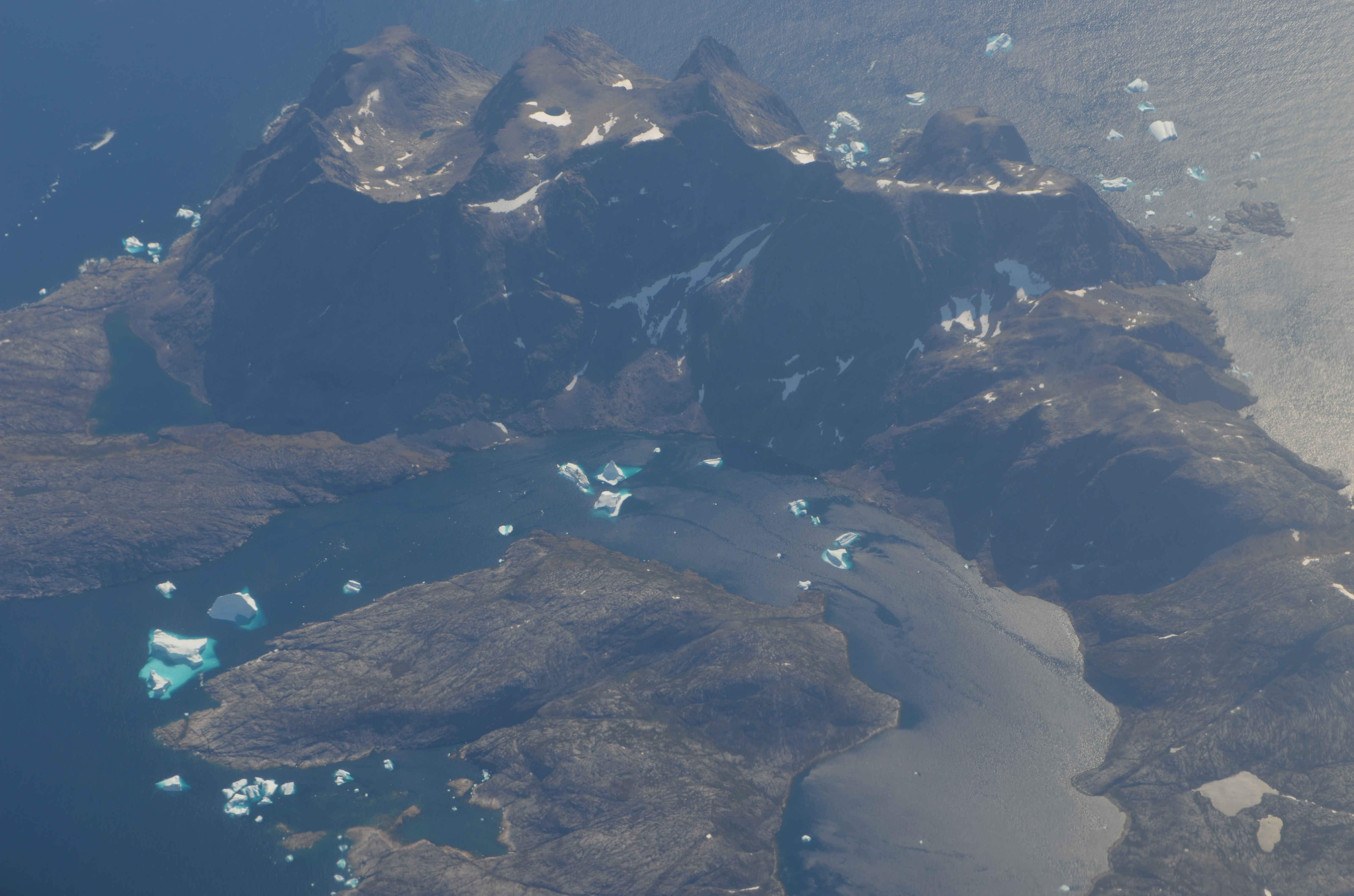 In the footsteps of the Greenland Vikings, Part 2 – The blue ice viewed from the air